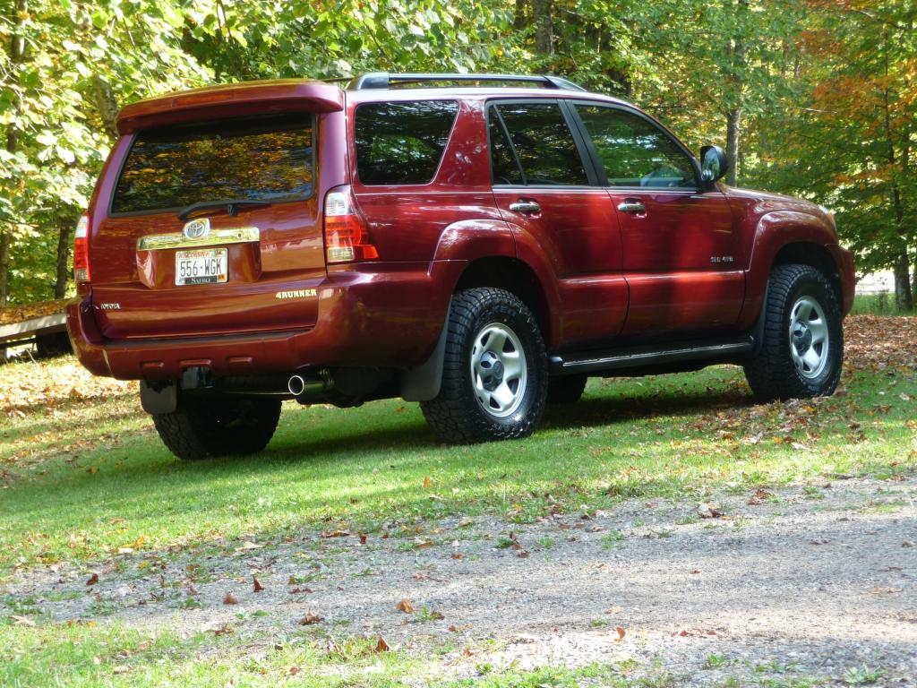 2000 2005 toyota 4 runner vs nissan pathfinder bob is the oil guy. Black Bedroom Furniture Sets. Home Design Ideas